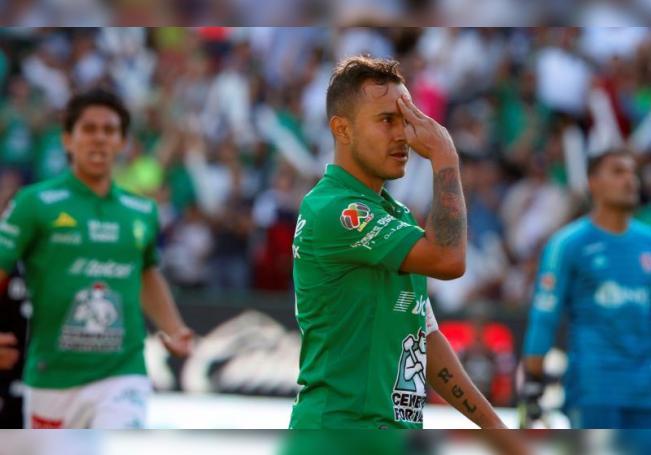 Luis Montes de León celebra un gol durante el partido correspondiente a la jornada 15 del Torneo Clausura 2019, en el estadio de la ciudad de León, estado de Guanajuato (México). EFE/ Luis Ramírez/Archivo