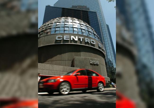 Bolsa mexicana baja 1,63 % afectada por una extensión de pérdidas en EE.UU.