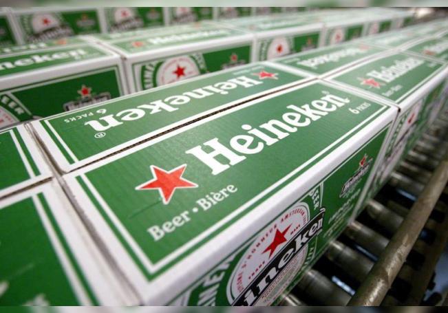 Foto de archivo de una fábrica de Heineken en Den Bosch, Holanda, el 19 de septiembre de 2003. EFE/Rick Nedertigt/Archivo