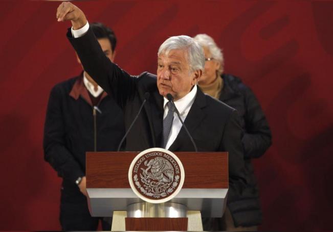 El presidente de México, Andrés Manuel López Obrador, habla durante su conferencia de prensa en Ciudad de México (México). EFE/Sáshenka Gutiérrez/Archivo