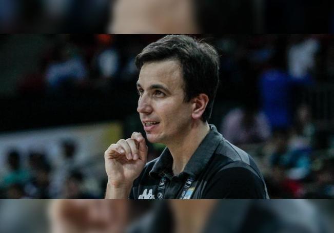 Fotografía de archivo del entrenador argentino, Nicolás Casalanguida. EFE/CRISTIAN HERNÁNDEZ/Archivo