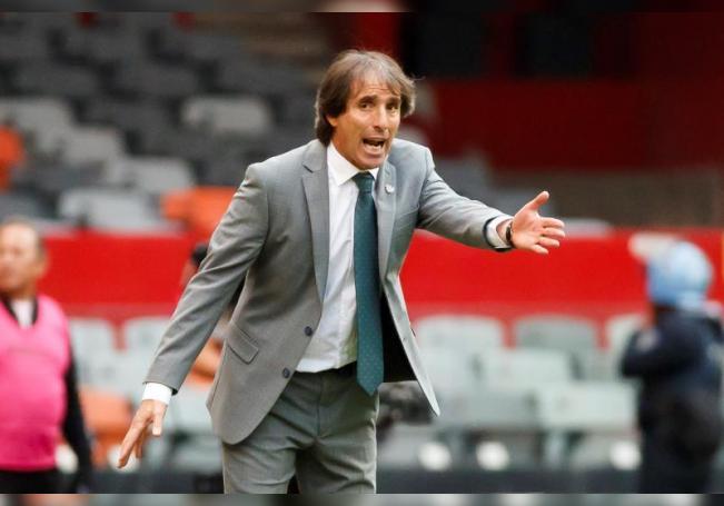El entrenador de Santos, Jorge Almada. EFE/ José Méndez/Archivo