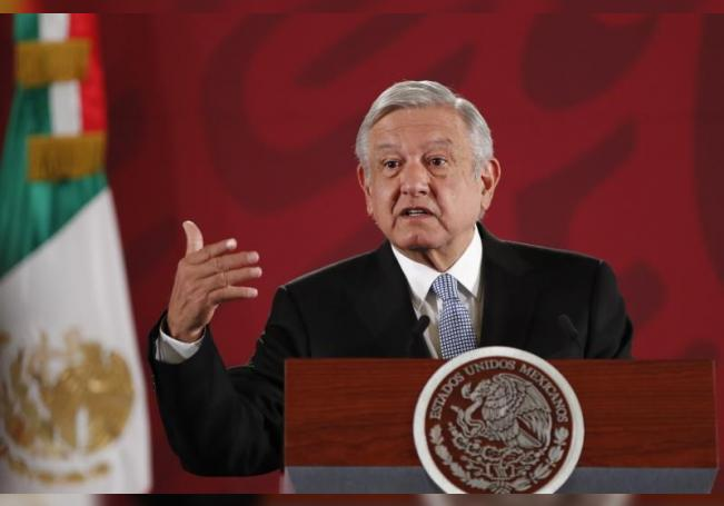 El presidente de méxico, Andrés Manuel López Obrador, ofrece su tradicional rueda de prensa matutina desde el Palacio Nacional en Ciudad de México (México). EFE/ José Méndez/Archivo