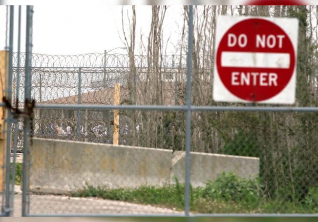 Con la muerte del mexicano suman tres los inmigrantes que han fallecido por COVID-19 tras contagiarse del virus en el Centro de Detención de Stewart, en Lumpkin, donde el Servicio de Inmigración y Aduanas (ICE) había confirmado hasta el 17 septiembre un total de 339 casos de coronavirus entre los detenidos. EFE/John Riley/Archivo