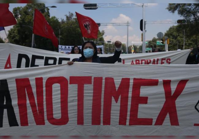El sindicato de trabajadores de la agencia estatal de noticias Notimex pidió este lunes al presidente de México, Andrés Manuel López Obrador, intervenir para resolver la huelga que comenzó hace siete meses. EFE/ Sáshenka Gutiérrez/Archivo