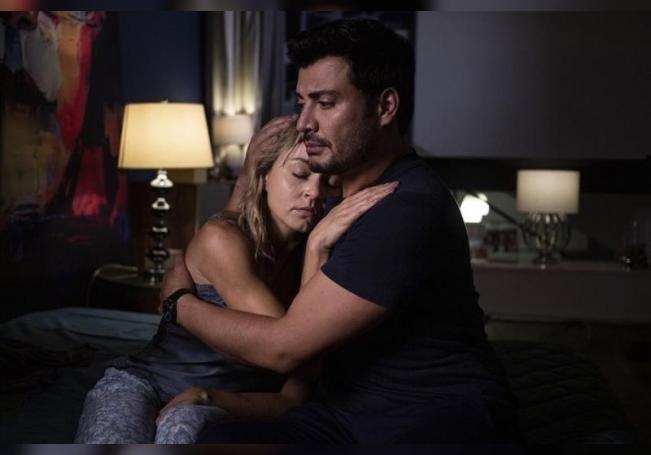"""Fotografía cedida por Univisión que muestra a los actores Angelique Boyer (i) y Andrés Palacios en una escena de """"Imperio de Mentiras. EFE/Univisión/SOLO USO EDITORIAL/NO VENTAS"""