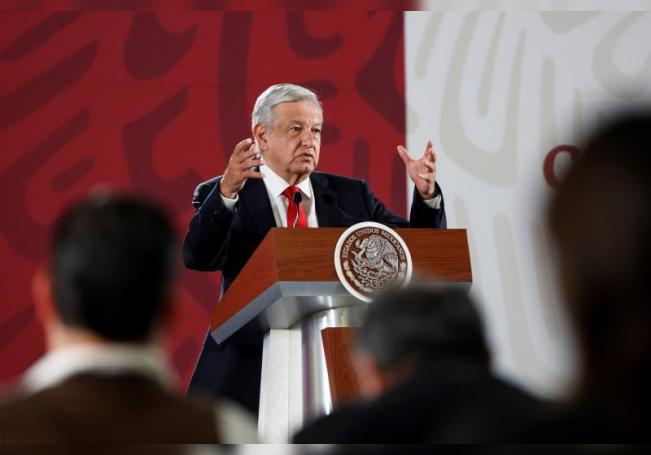 El presidente de México, Andrés Manuel López Obrador, habla durante su conferencia de prensa matutina en el Palacio Nacional de Ciudad de México (México). EFE/José Méndez/Archivo