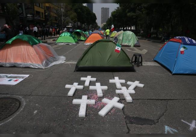 Vista del plantón de los seguidores y miembros del Frente Nacional Anti-AMLO (FRENAA) que continúan bloqueando a lo largo de Paseo de La Reforma y Avenida Juárez, con tiendas de campaña hoy, en Ciudad de México (México). EFE/Sáshenka Gutiérrez