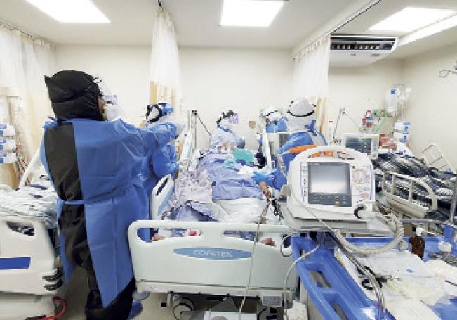 Hospitales reconvertidos para la atención de pacientes Covid, comienzan a verse rebasados en su capacidad.
