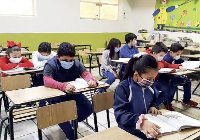 López-Gatell dijo que los gobiernos deberían reconsiderar el regreso a las aulas, pues 'no es recomendable'