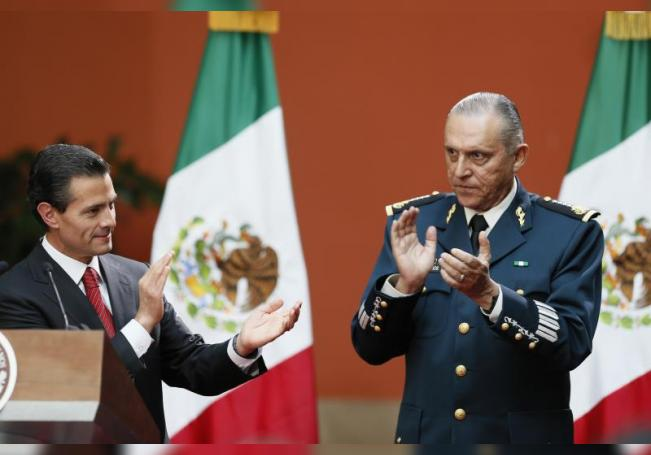 Fiscalía anuncia cargos de narcotráfico contra exministro mexicano de Defensa