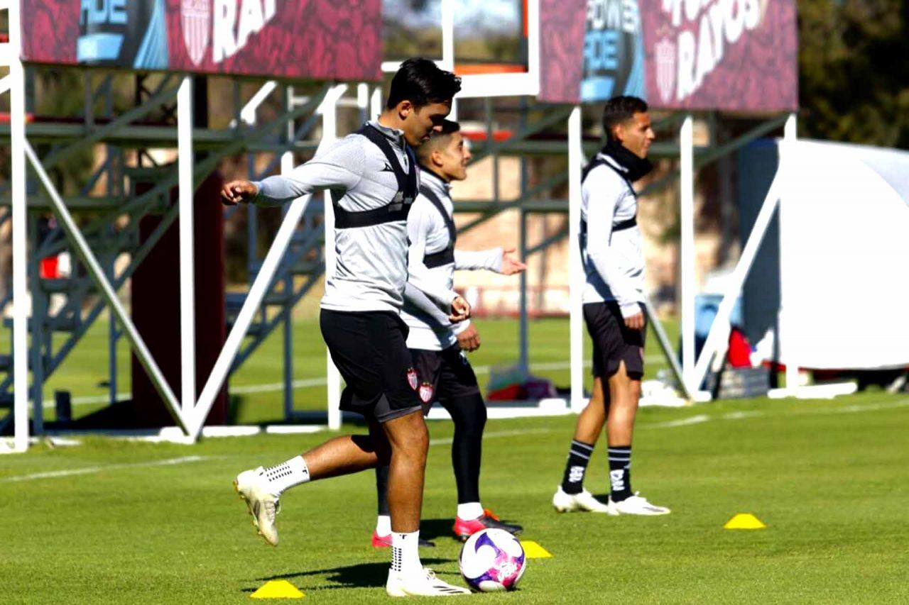 Con afición en las gradas del Estadio Mazatlán, los Rayos del Necaxa, que ayer viajaron a tierras sinaloenses, comienzan el Guard1anes 2021.