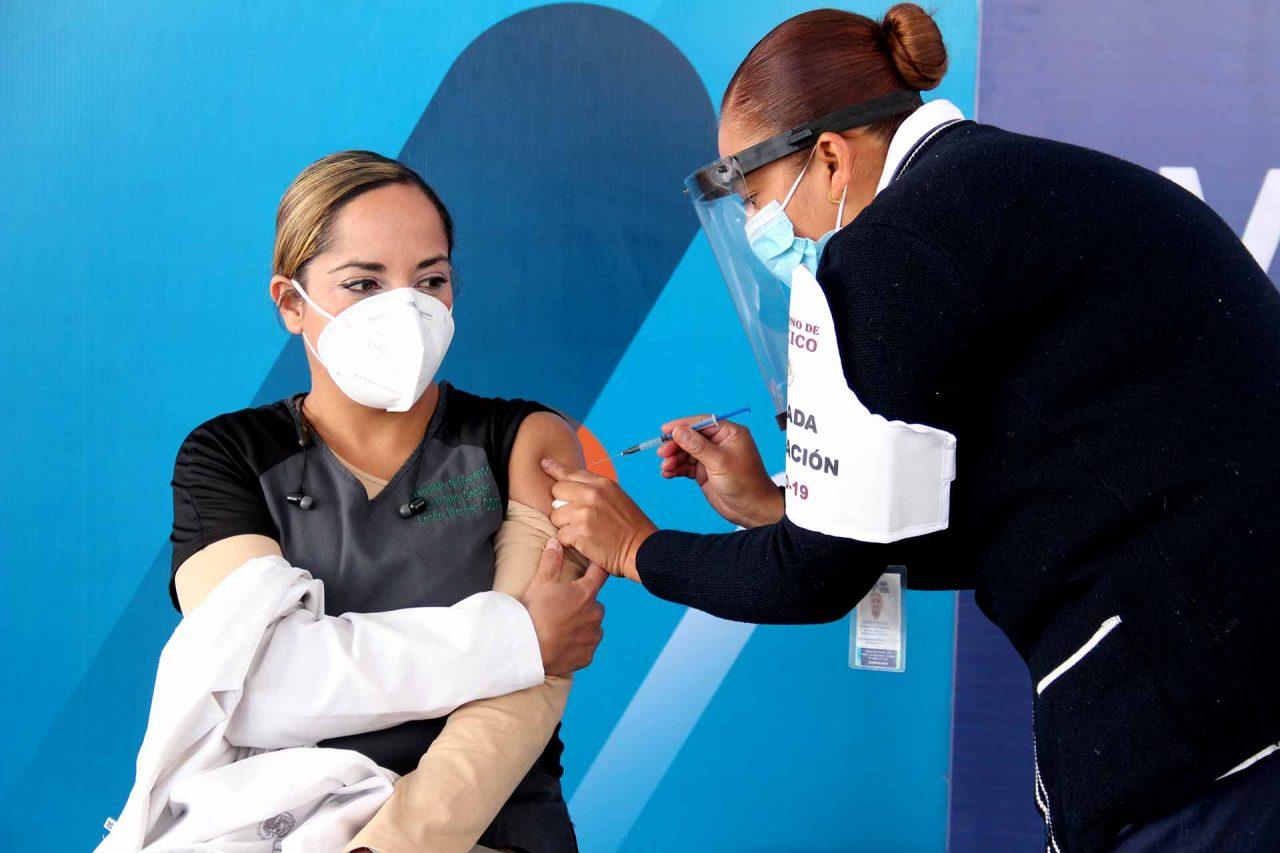 primera-doctora-vacunada-aguascalientes-13012021-1280x853.jpg