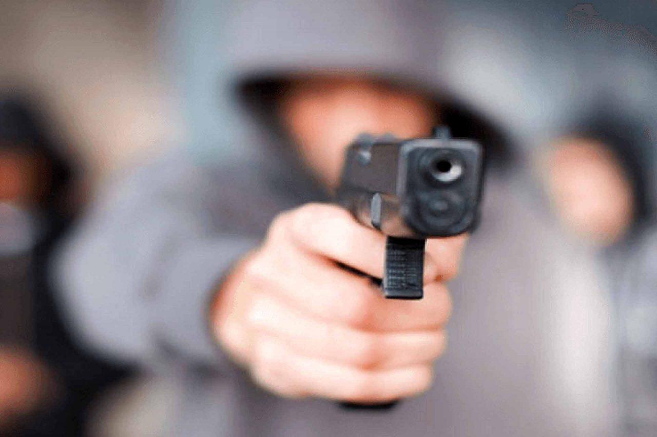 persona-con-arma-de-fuego-25022021-1280x853.jpg