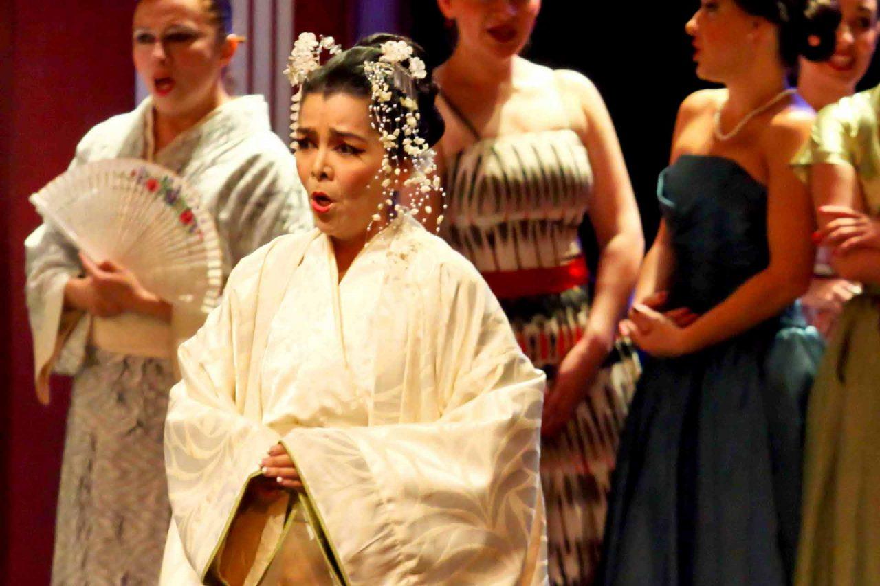 La soprano mexicana Violeta Dávalos