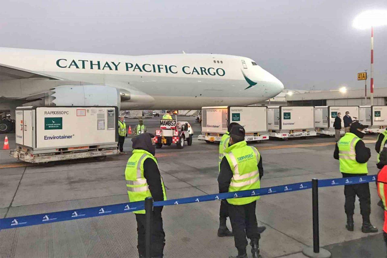 Un nuevo embarque con un millón de vacunas Sinovac llegó a México.