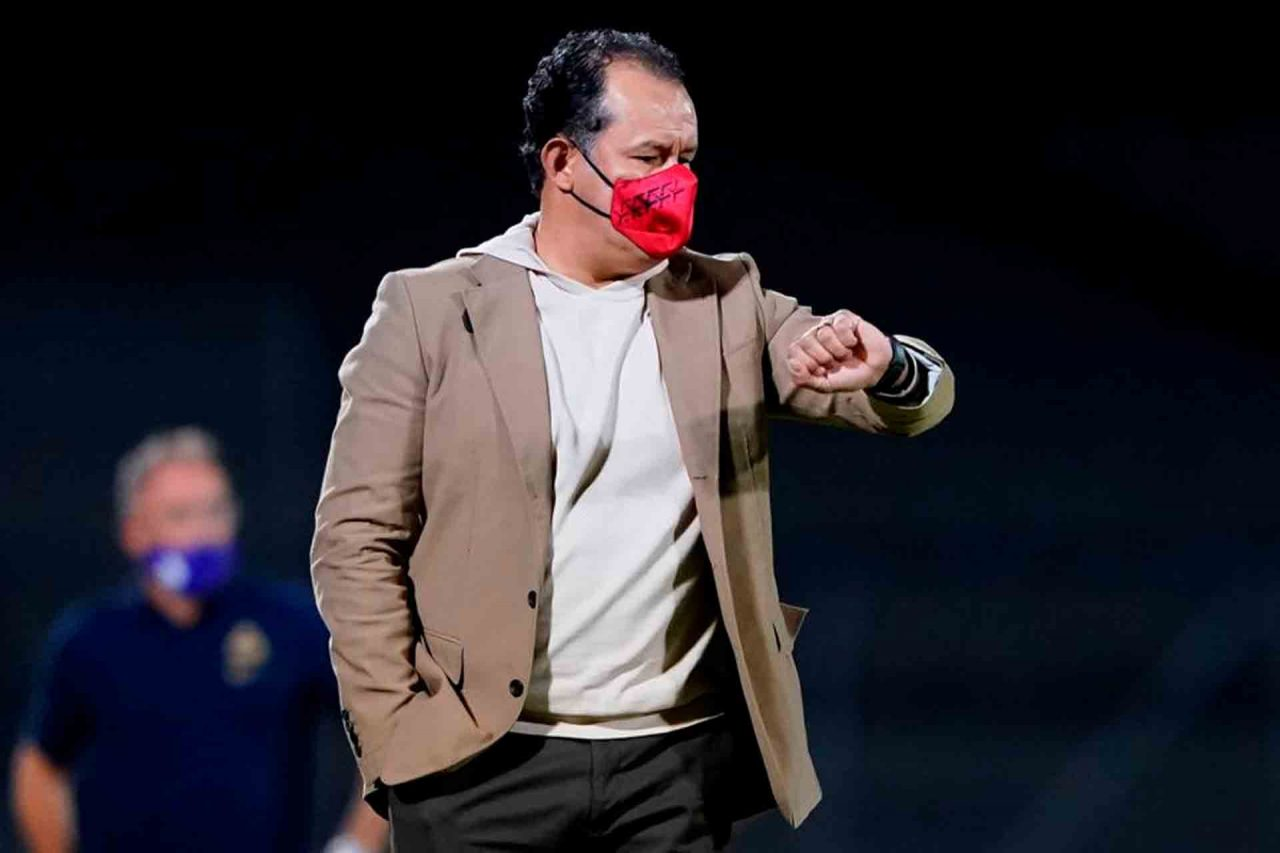 Juan Reynoso, DT del Cruz Azul.