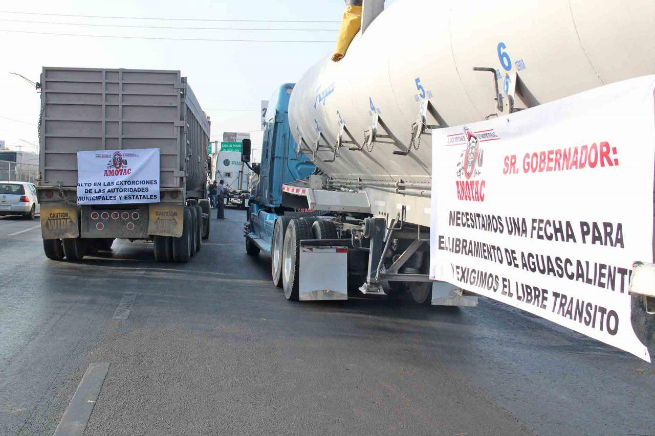 La manifestación del sector transportista convocada por AMOTAC.